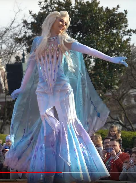 Célébration de la Reine des Neiges (du 11 janvier au 13 mars 2020) - Page 12 Costume1