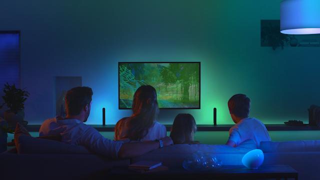 A Philips Hue Play HDMI Sync Box cria uma experiência de entretenimento imersiva em casa