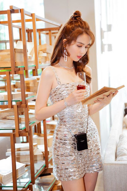 Ngọc Trinh khoe nhan sắc với chiếc đầm body ánh kim: Tinh tế đến không ngờ