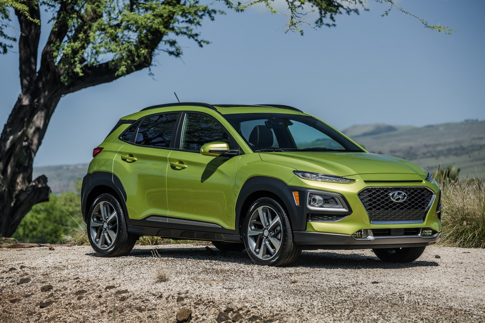 2018 hyundai kona wants to give nissan kicks a run for its money carscoops. Black Bedroom Furniture Sets. Home Design Ideas