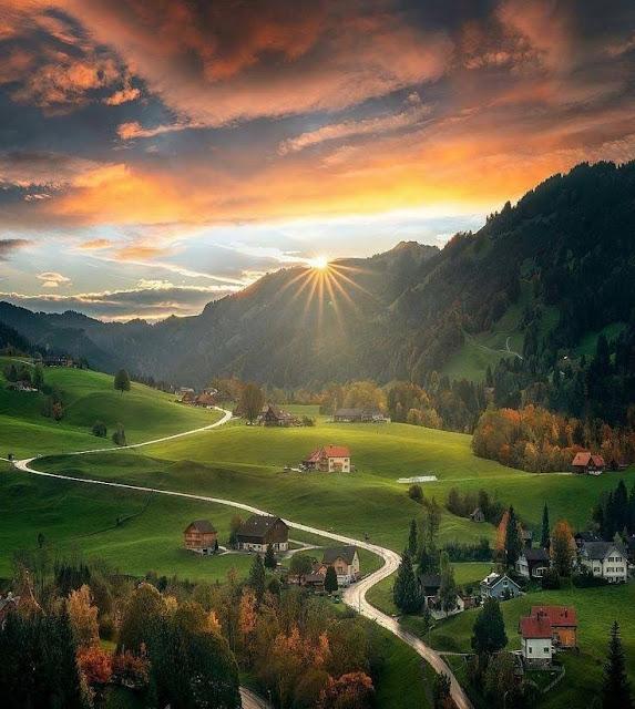 सुप्रभात प्रकृति सुंदरता अपने दोस्तों और परिवार के साथ साझा करें