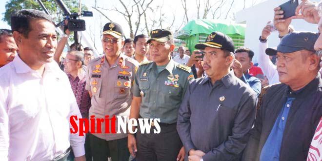 Aster Kodam Hasanuddin Bersama Wakapolda Sulsel Hadiri Penyerahan Bantuan Kepada Korban Banjir