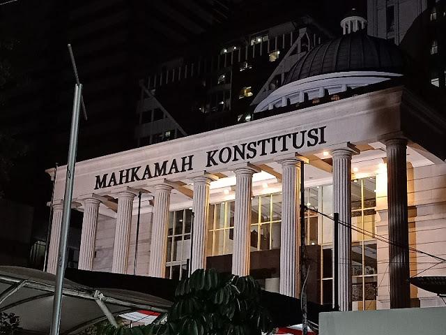 MK Bisa Bubarkan Parpol Pro Perubahan Pancasila, Benny Harman: MK Berani?