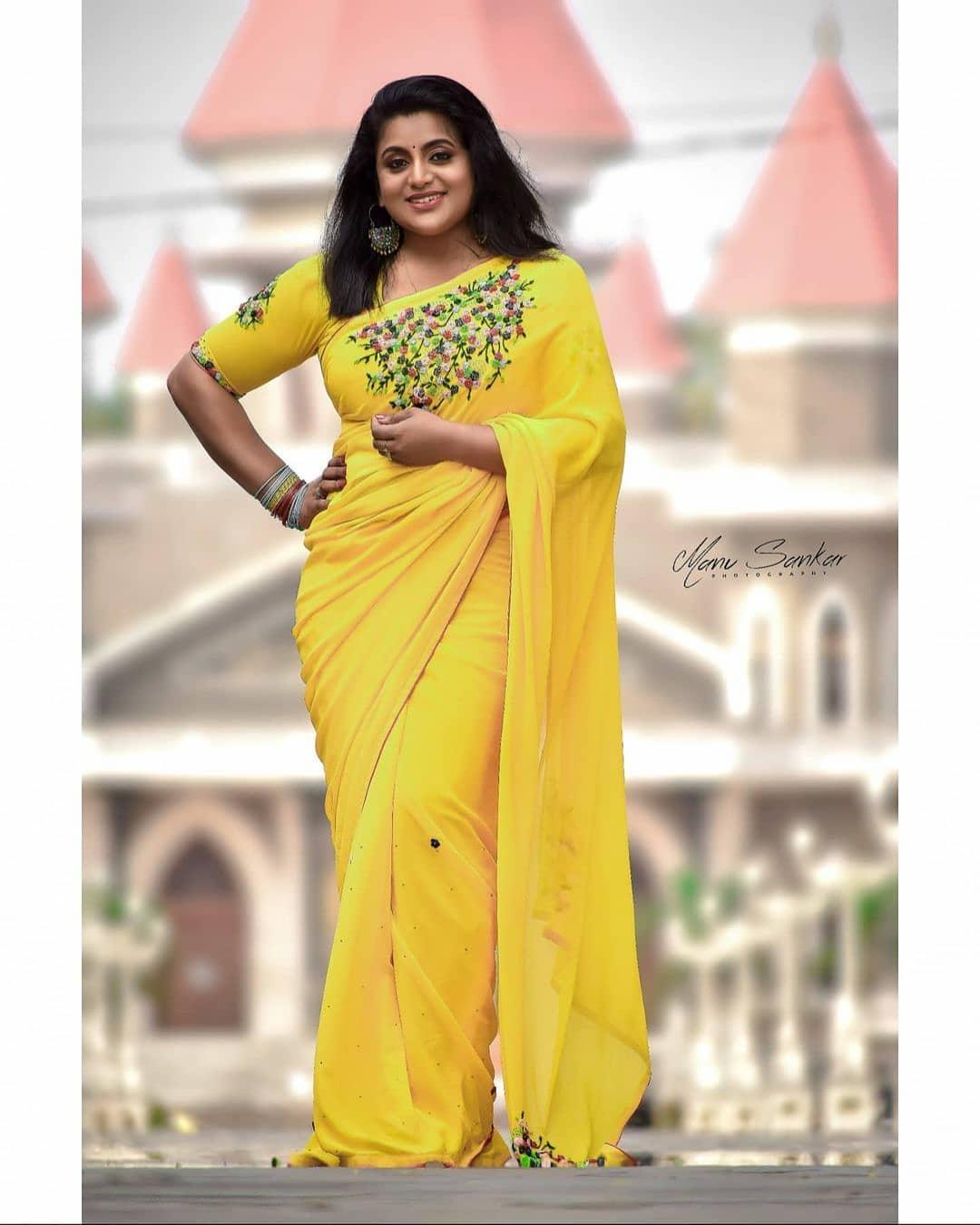 South Indian Actress Veena Nair Looking Beautiful in Yellow Saree !