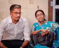 ishan parel with her mother