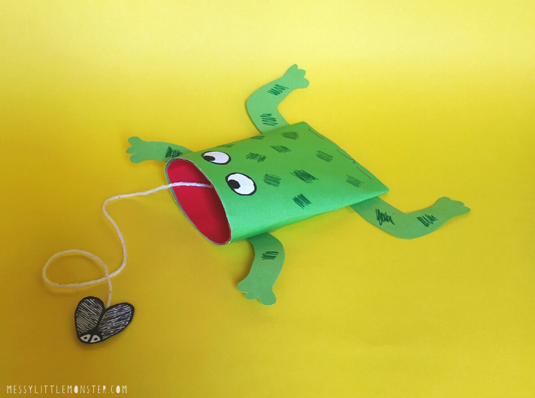 Toilet roll frog craft