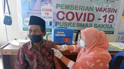 Capaian Vaksinasi Lansia di Kecamatan Sakra Lampaui Target, Ternyata Ini Yang Dilakukan