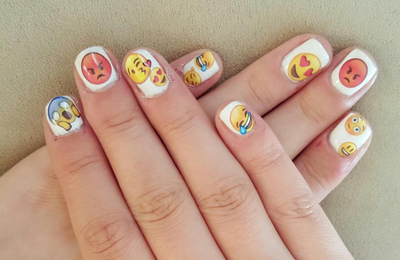 Sophie Jenner: Emoji Nails