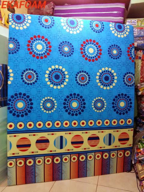 kasur inoac motif minimalis biru roda