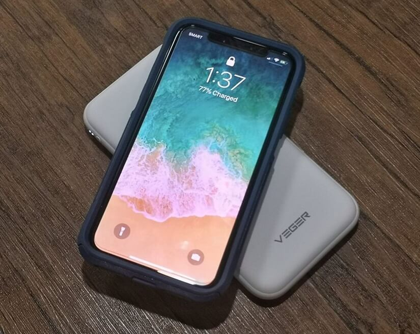 Veger VP1010TW wirelessly charging an Apple iPhone X