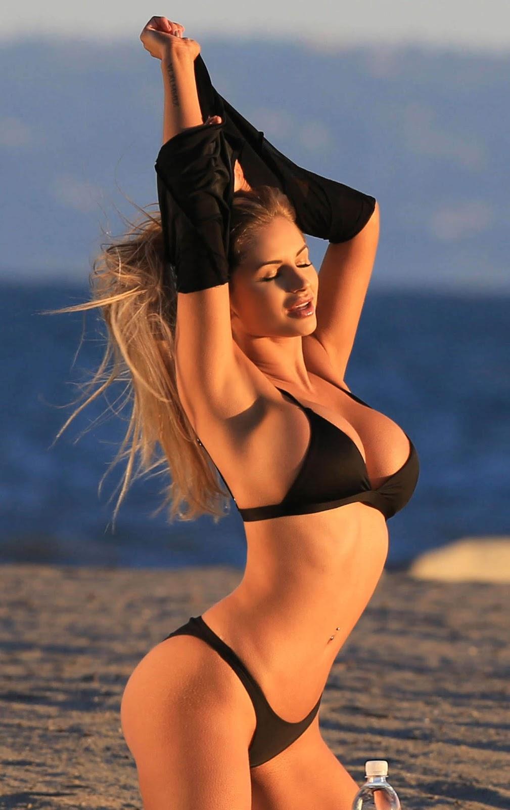 amy lee sexy bikini pics 02