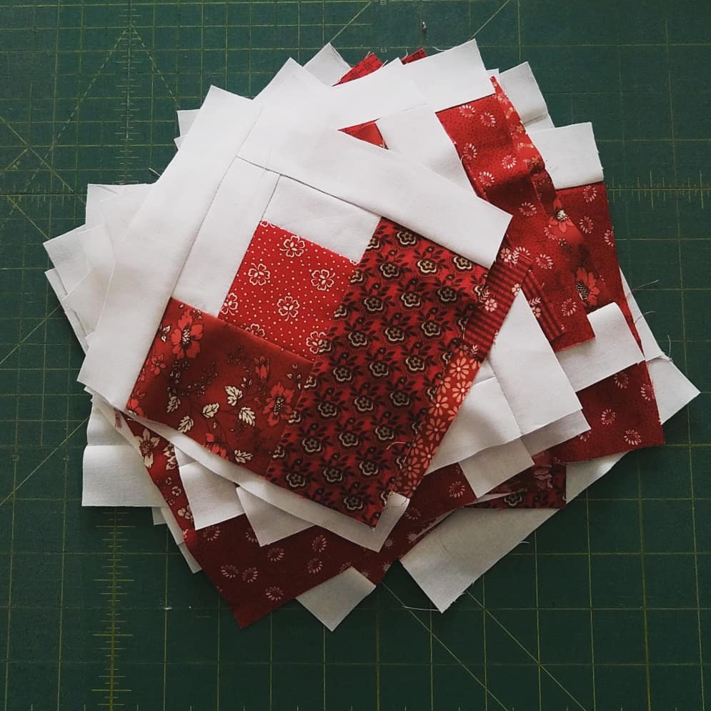 Janice Elaine Sews Curved Log Cabin Quilt Top