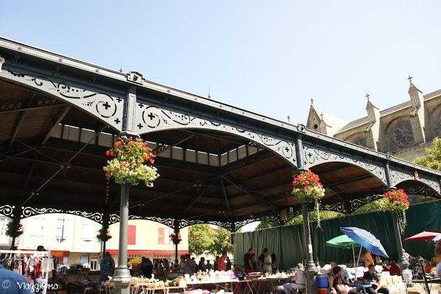 La halle, la struttura per il mercato, presente nella piazza centrale di Mirepoix