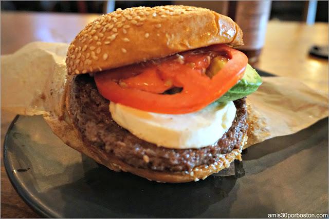 Hamburguesa en Roam Artisan Burgers en San Francisco