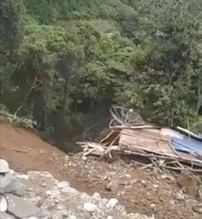 Dua Rumah di Panatapan Aekpopo Menuju Sidikalang Ambruk Terbawa Longsor