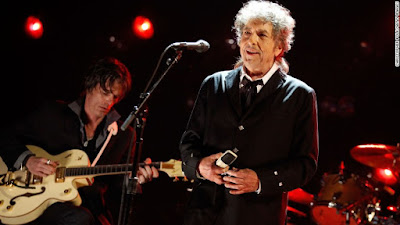 bob-dylan-to-finally-accept-nobel-prize
