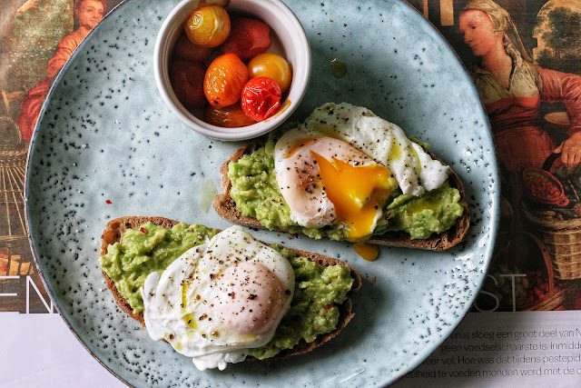Ilse's Kitchen: Smashed Avocado on Toast with Poached Egg and Tomatoes