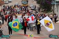 Escolinha Colibri realiza desfile