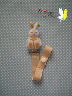 nombre-fieltro-chupetero-elbosquedelulu-fieltro-felt-feltro-name-banner-girnalda-personalizado-regalo-nacimiento-conejo-hechoamanoparati-decoración-infantil-babyroom