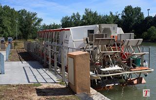 Barco en el Canal de Castilla en Medina de Rioseco, Valladolid