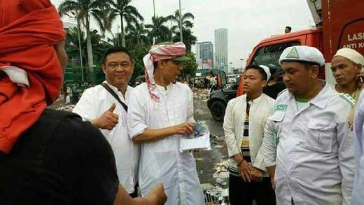 Klarifikasi FPI Soal Foto Bagi-Bagi Uang Yang Tersebar di Masyarakat