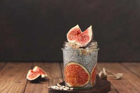 Sűrű, krémes chiapuding fügével édesítve: sokáig laktat, és egészséges