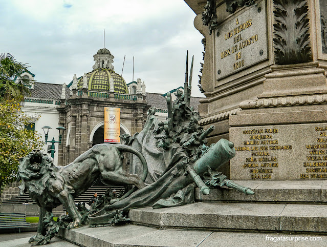 Monumento à Independência do Equador e Catedral de Quito