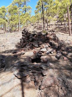 Horno de brea en ruinas