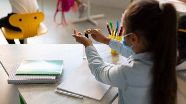 Escolas de SP voltam a ter aulas suspensas após surto da Covid. Itapetinga mantém planos de retorno
