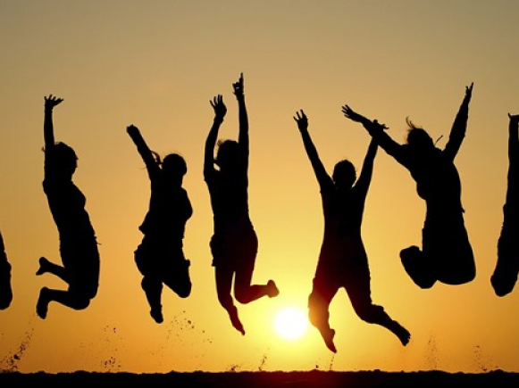 Σε αυτές τις ηλικίες οι άνθρωποι είναι πιο ευτυχισμένοι
