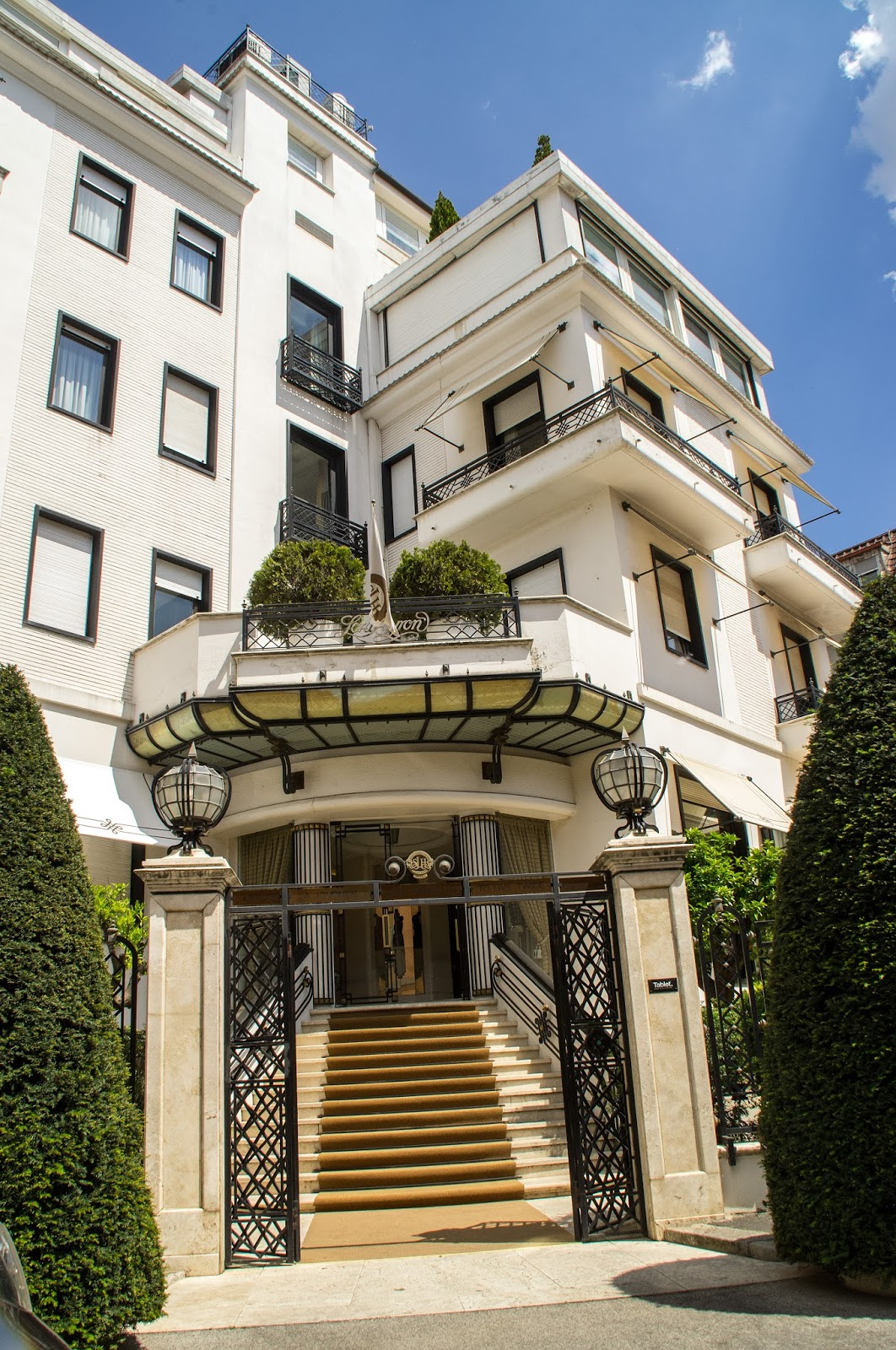 An elegant stay at hotel lord byron rome the aussie for Small luxury hotels of the world list