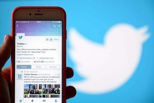 With Twitter all iOS users can control who responds to their tweets