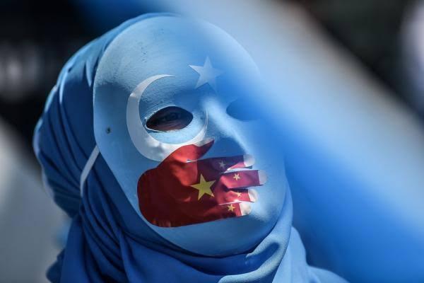 Wanita Uyghur: Cerita Dari Balik Camp
