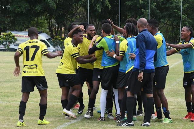 Suriel y Mercado dan un triunfo al Atlético San Cristóbal