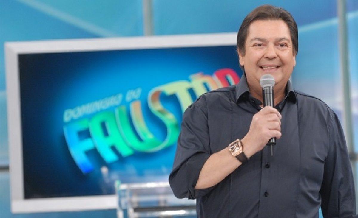 Fausto Silva no comando do Domingão do Faustão, na Rede Globo