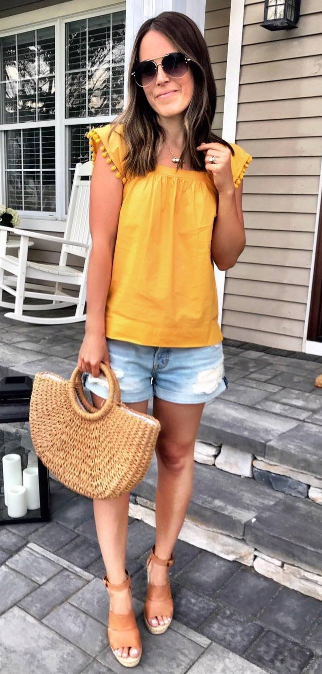 what to wear with a pair of platform sandals : bag + shorts + yellow top