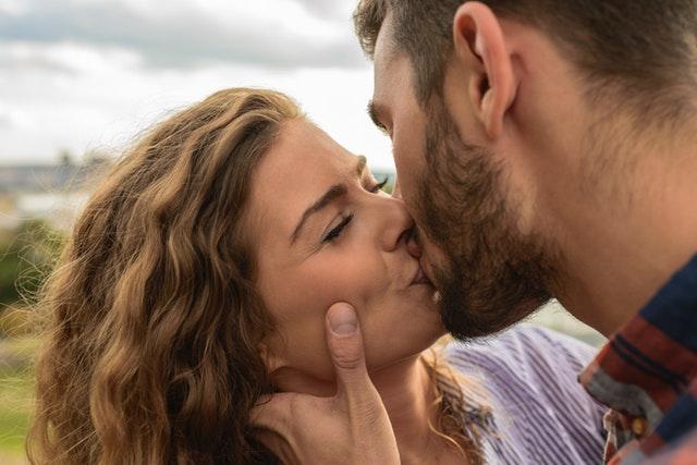 Partnerbörse Sex haben viele Facetten, obwohl der Hauptdienst darin besteht, eine Plattform für Singles bereitzustellen, die reif, einsam, abenteuerlustig und alle sind, um Partnerbörse Sex zu erleben. Diese Partnerbörse Sex generieren normalerweise eine sehr förderliche Einrichtung auf ihren Seiten, um eifrige Mitglieder anzulocken. Angesichts der harten Konkurrenz beim Online Partnerbörse Sex (Treffs) müssen diese Sex Dating Seiten innovativer und kreativer in ihren Angeboten sein.    Andere Angebote    Einige Online Sex Dating Seiten bieten Links zu anderen Arten von Diensten, die sich auf Dating beziehen. Neben der partnerbörse sex mit Informationen zum Dating kann der Veranstalter die Initiative ergreifen, um andere Arten von Diensten über andere Websites anzubieten.    Es kann sich um einen Link zur Gesundheitsversorgung oder zum Aufbau einer Website handeln, über den die Mitglieder lernen, wie sie ihre Gesundheit verbessern oder sich bei der Vorbereitung auf einen Online-Termin besser präsentieren können (siehe). Es kann sich um eine Website zur Überprüfung der Persönlichkeit handeln, auf der Mitglieder ihre Persönlichkeitsmerkmale verfeinern können, um bessere Daten zu gewinnen. Es gibt viele verschiedene Arten von Diensten, die mit Online-Besprechungen verbunden sind.    Es ist Sache des Anbieters der Partnerbörse Sex, die Bedürfnisse seiner Mitglieder zu ermitteln und ihre Anforderungen zu erfüllen. Auf diese Weise wird die Partnerbörse Sex mehr Mitglieder gewinnen. Dies ist Teil der Bereitstellung eines exzellenten Kundenservice für ihre Mitglieder neben den normalen Besprechungsfunktionen.