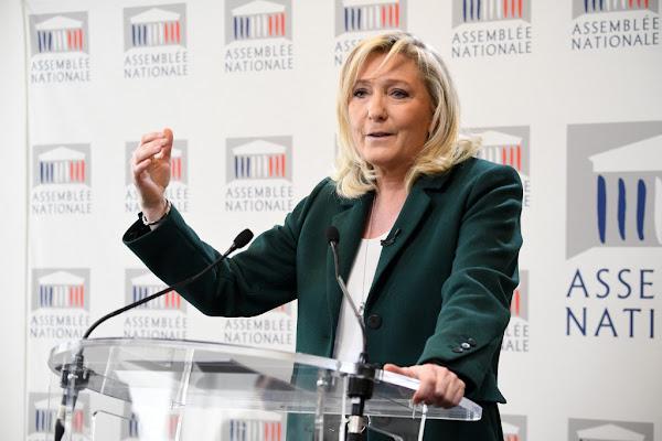 Sondage : la cote de confiance de Marine Le Pen s'envole après l'attentat terroriste de Rambouillet