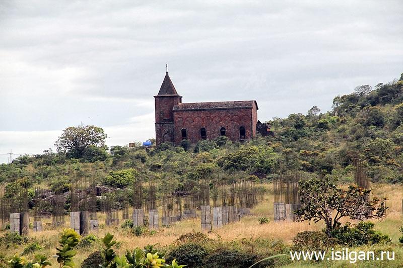Zabroshennaja-katolicheskaja-cerkov-Nacionalnyj-park-Bokor-Kambodzha-Cambodia-Old-Catholic-Church
