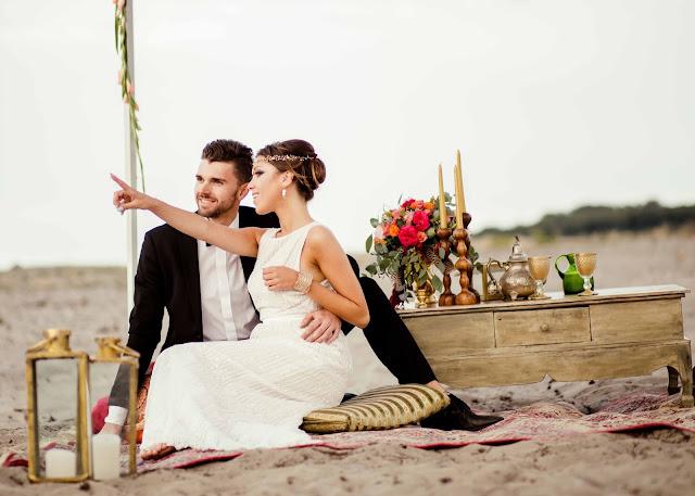 Orientalna sesja ślubna na plaży.