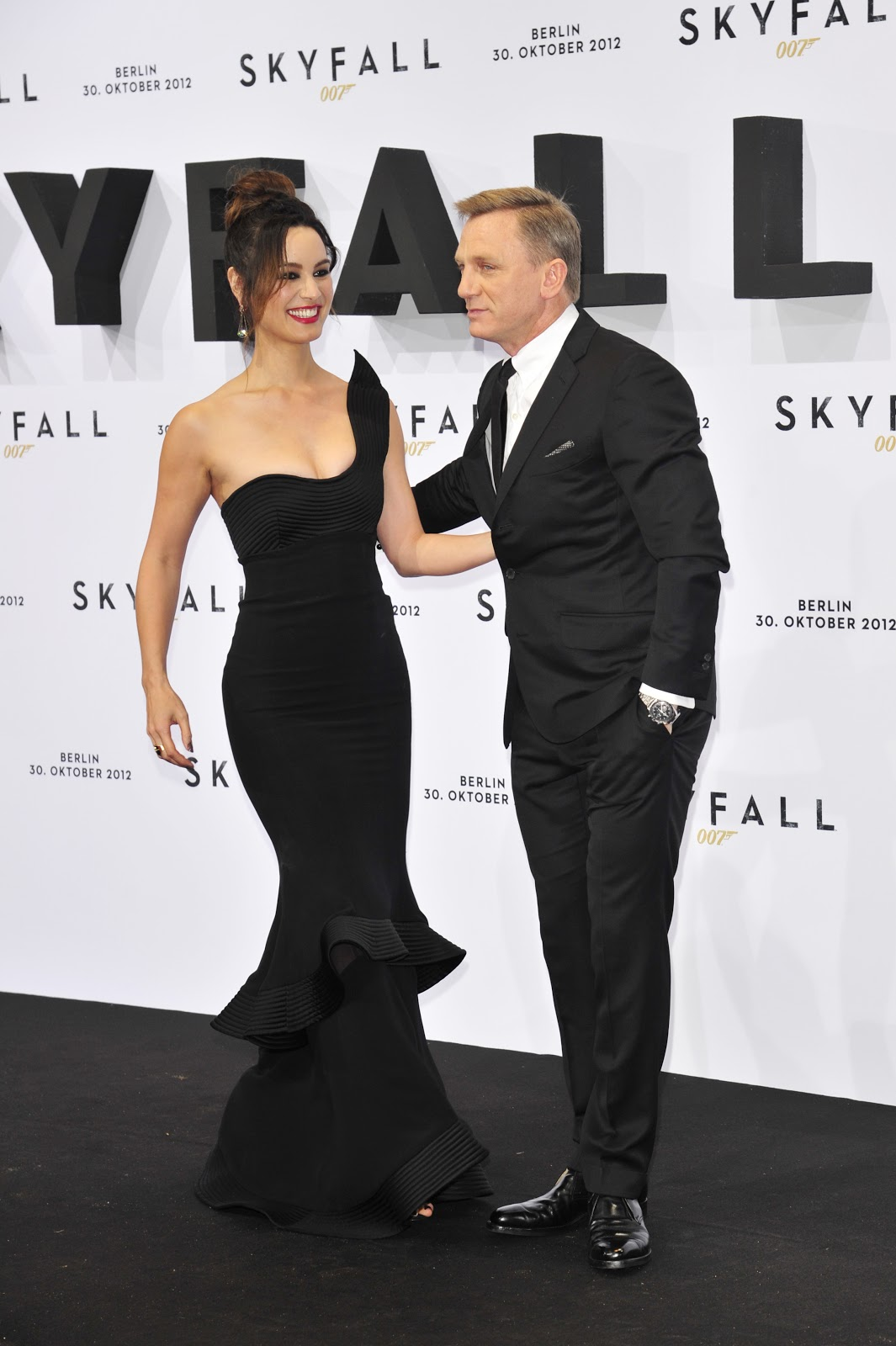 Berenice+Marlohe+-+Skyfall+Premiere+in+Berlin+October+30,+2012+-07.jpg