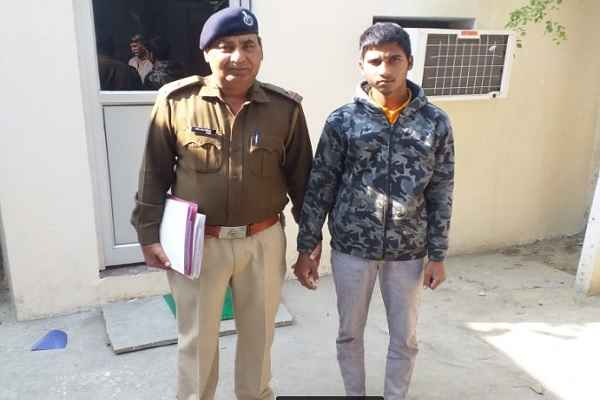crime-branch-sector-56-arrested-one-accused-ankit-pujara-with-katta