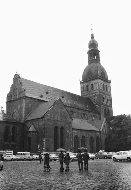 1978 год. Рига. На площади 17 июня