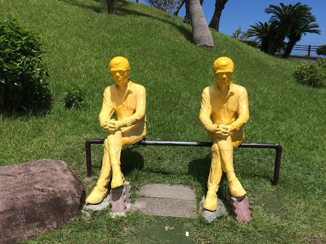 モアイがいるサンセット日南へ【宮崎観光】頂上 黄色のオブジェ