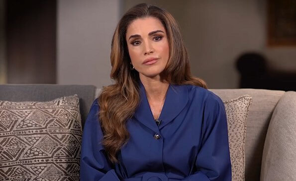 Queen Rania wore a royal blue winged collar shirt dress from Liya