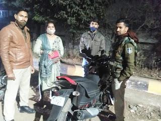 लावारिस पड़ा महिला का पर्स कोडरेड टीम ने पतासाजी कर सुरक्षित लौटाया