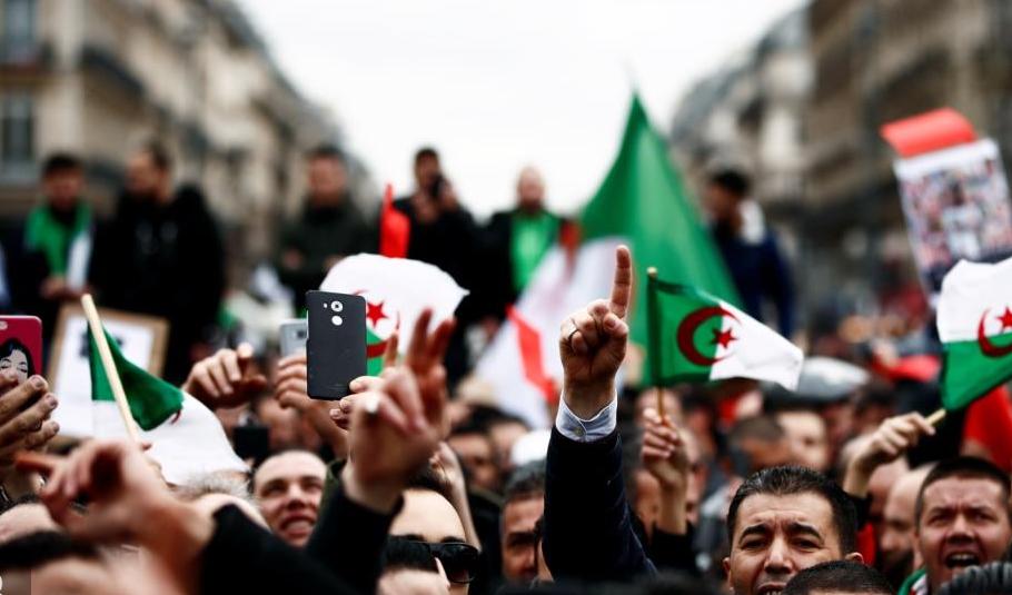 رغم الاحتجاجات.. بوتفليقة يترشح رسميا للعهدة الخامسة