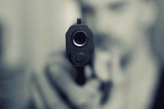 Ex-marido tenta matar mulher a tiros em residência