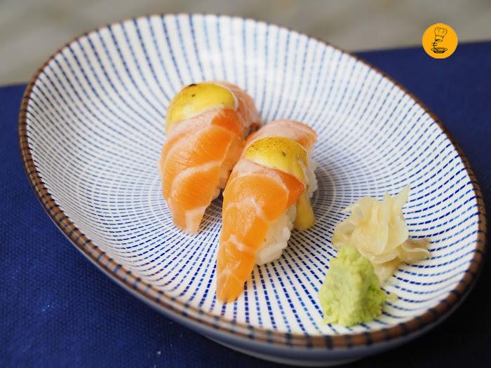 Nigiri de salmón con ají en Kasiba