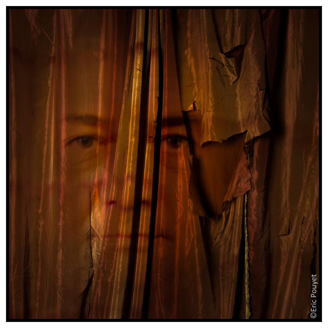 La feuille et le caillou le rideau s 39 ouvre le miroir de for Miroir qui s ouvre